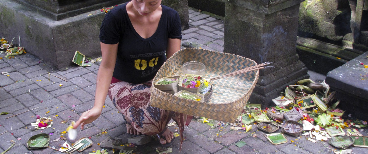 God offering balinese